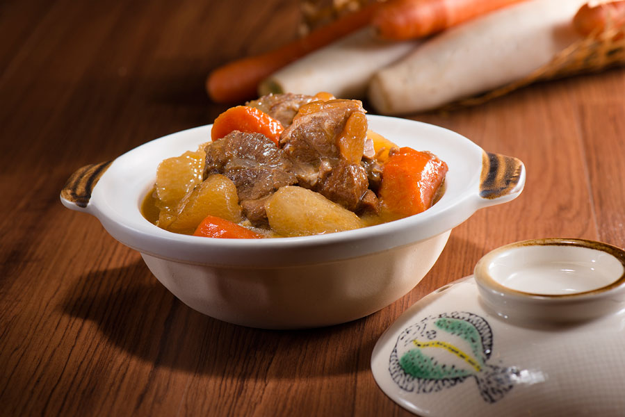 日式软骨煲 Stewed Soft Pork Claypot with Japanese Style